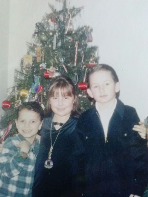 jamey blaze age 8 1997 christmas tree with sister stephh and step brother jeff oliver